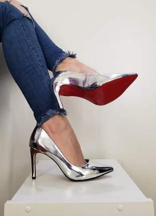Sapato prata brilhoso scarpin bico fino com sola vermelha e salto alto 10 cm prateado