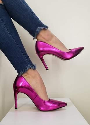 Scarpin rosa pink brilhoso sapato bico fino com sola vermelha salto alto 10 cm metalizado