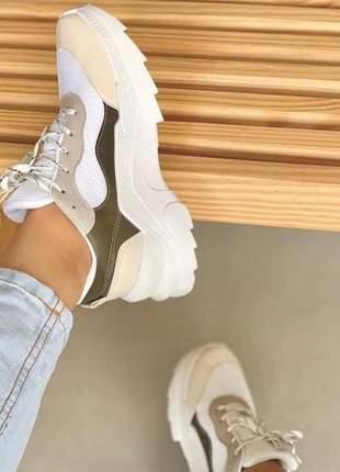 Tênis sneaker feminino casual branco detalhe verde musgo