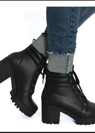 Bota, coturno, plataforma, tratorada, salto, cano baixo, blogueira.
