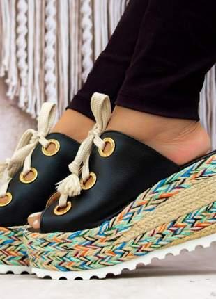 Sandália feminina tamanco anabela preto ilhos