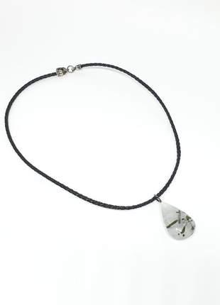 Colar curto de fio preto com pingente de pedra natural