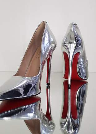 Sapato sola vermelha scarpin prata verniz bico fino  salto alto 12 cm