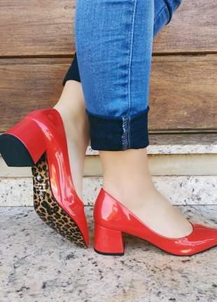 Scarpin salto bloco vermelho com solado de onça