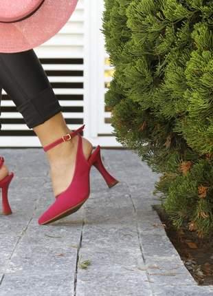 Scarpin rosa chanel com salto taça