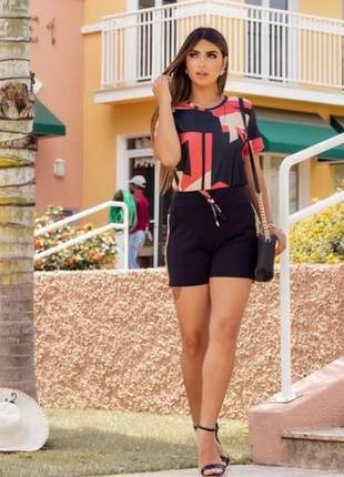 Conjunto feminino de shorts e blusa