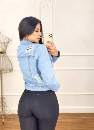 Linda jaqueta jeans destroyed arrase com esse look cod.wes