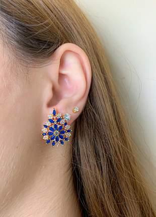 Brinco flor cravejado azul