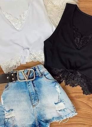 Blusa cropped feminino detalhe renda