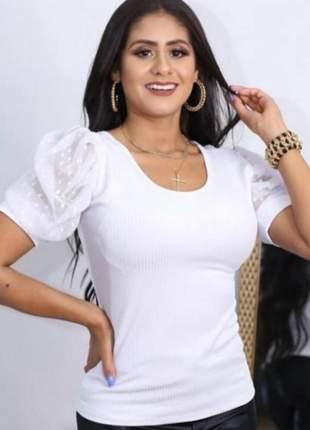 Blusa feminina gola rasa malha canelada manga bufante tule