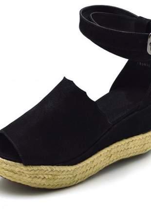 Sandália anabela salto médio com fivela preta corda
