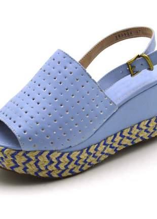 Sandália anabela perfurada salto médio em napa azul serenity