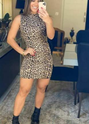 Vestido feminino gola alta