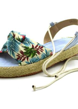 Sandália  rasteira flat em floral azul amarrar na perna