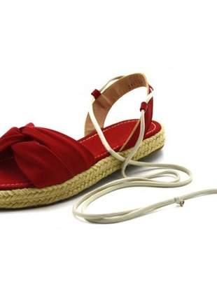 Sandália rasteira flat avarca em napa vermelha amarrar na perna