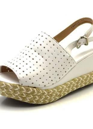Sandália anabela avarca perfurada salto médio branca