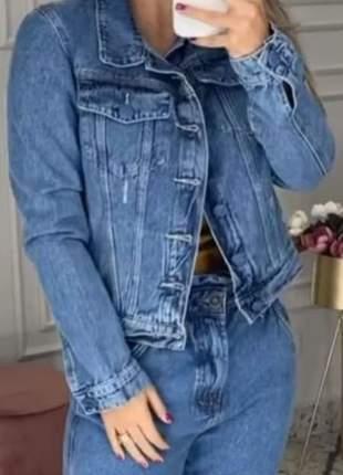 Jaqueta jeans com botões cobertos. tam.42