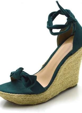 Sandália anabela tira com laço verde musgo amarrar na perna