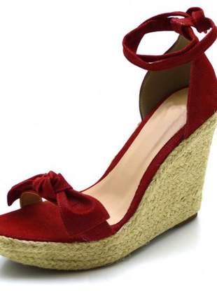 Sandália anabela tira com laço vermelho amarrar na perna