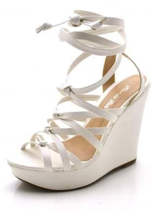 Sandália anabela gladiadora de nó em napa branca