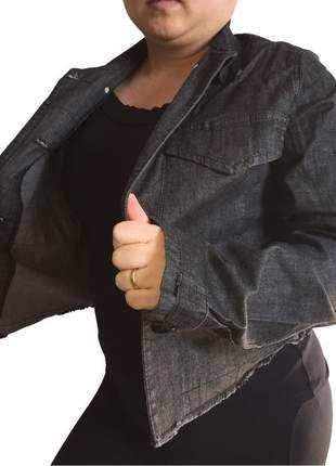 Jaqueta jeans curta feminina com elastano