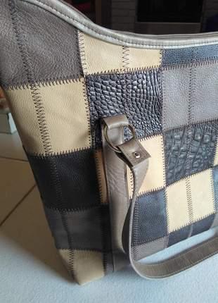 Bolsa em couro legitimo em patchwork direto da fabrica retalhos selecionados
