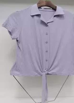 Blusa manga curta detalhe de amarrar.