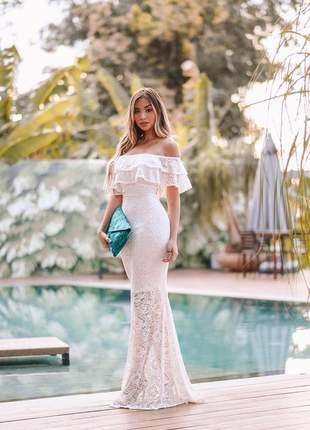 Vestido feminino off white de renda longo ombro a ombro babado