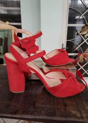 Sandalia feminina de couro vermelha salto grosso promoção