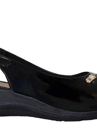 Sandália anabela feminina preta verniz comfortflex ortopédico 2196403p