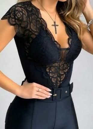 Body feminina de renda manga curta com bojo decote em v