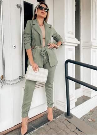 Conjunto de calça e blazer manga longa