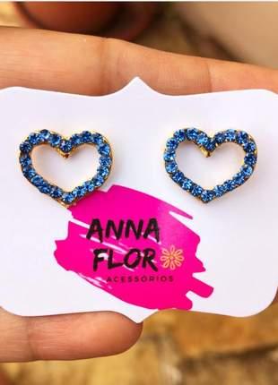 Brinco coração com strass azul claro