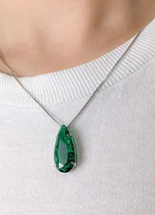 Colar gota pedra fusion verde banhada a ródio branco