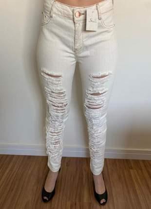 Calça jeans distroyed