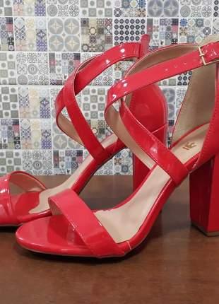 Sandália vermelha 37