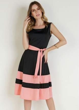 Vestido bicolor com faixa