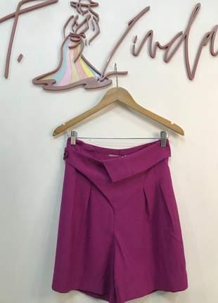 Shorts tecido com pregas