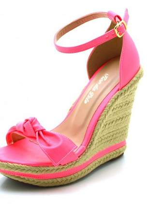 Sandália anabela salto alto com laço em napa neon rosa