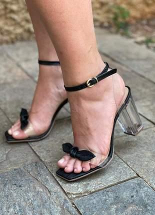 Sandália transparente vinil salto acrílico preta