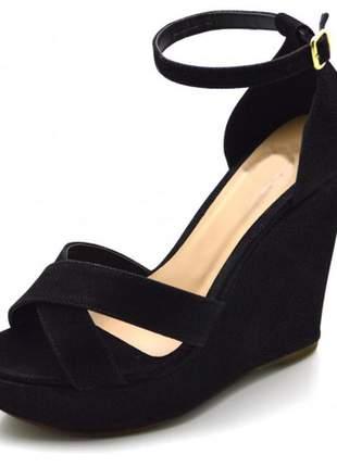 Sandália anabela aberta salto alto em nobucado preto