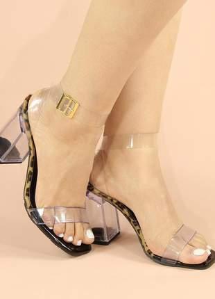 Sandália onça com salto bloco em acrílico