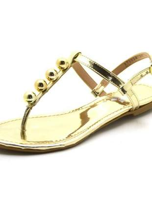 Sandália rasteira com tira reta e bolas  em napa verniz dourado