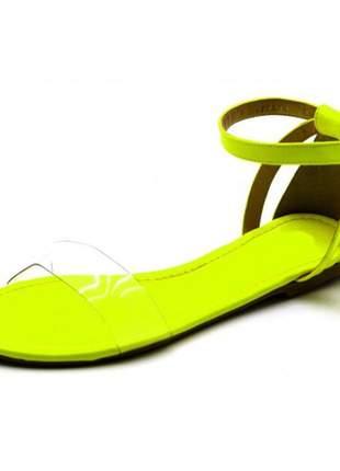 Sandália rasteira com tira em napa neon amarelo e transparência