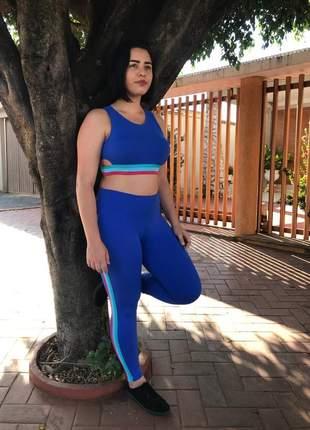 Conjunto fitness na cor azul com listras coloridas