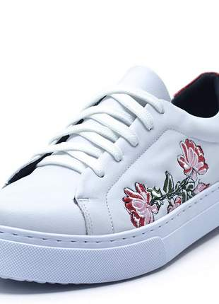 Tênis feminino casual branco bordado flores