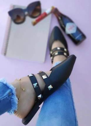 Sapato mule feminino bico fino com spikes