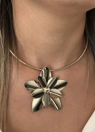 Colar ckoker flor