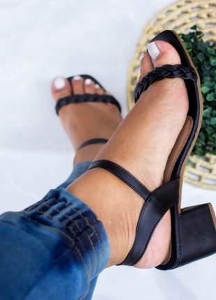 Sandália feminina salto baixo preto trançado