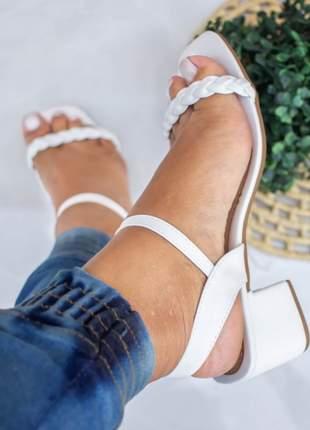 Sandália feminina salto baixo branco trançado